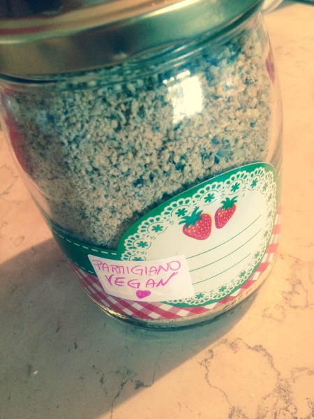 parmigiano vegan, pesto di semi, autoproduzione