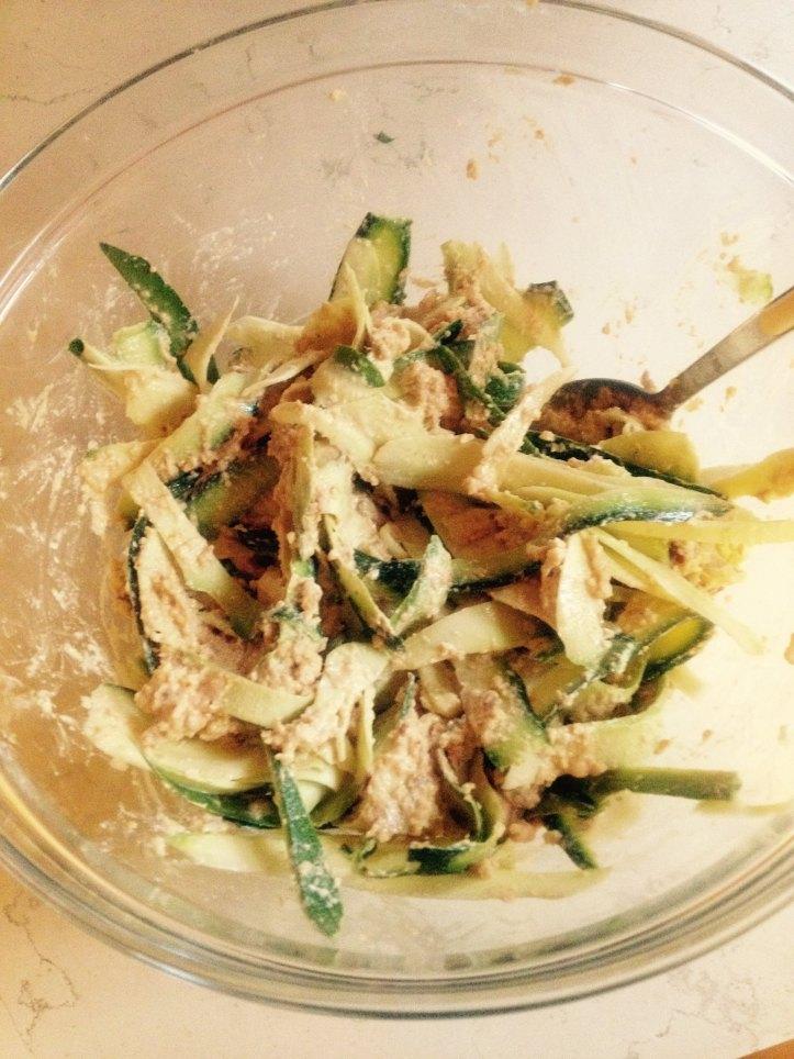 spaghetti raw zucchine, cucina crudista, ricette crudiste