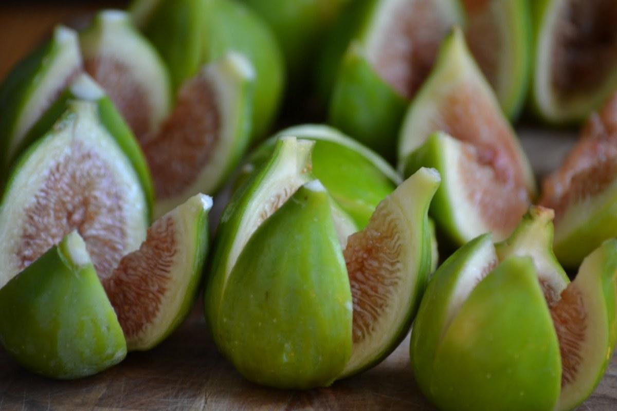 Frutti spontanei da tenere sott'occhio: more di rovo, fichi e bacche di sambuco